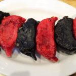 見た目そのまんまの「赤黒餃子」は札幌サポのみならず遠征する他サポも食すべき